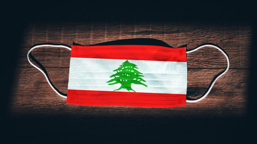 Drapeau libanais sous forme de masque chirurgical