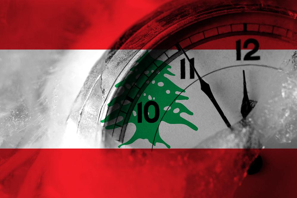 Horloge sur fond de drapeau libanais