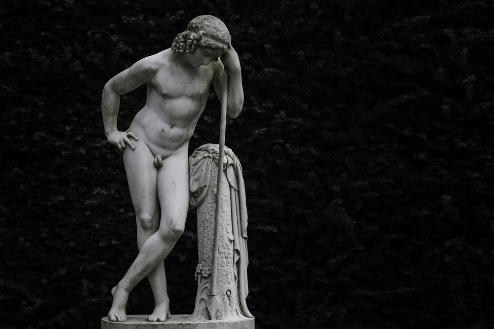 Narcisse statue