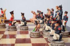 Jeu d'échecs représentant la France contre l'Angleterre